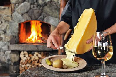 Ein Walliser Raclette AOP verführt Feinschmecker mit außergewöhnlichem Geschmack.