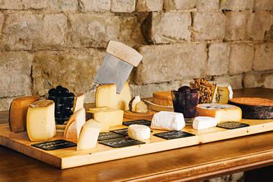 Die Emmentaler Schaukäserei in Affoltern verrät, wie die Löcher in den Käse kommen – und vieles mehr.